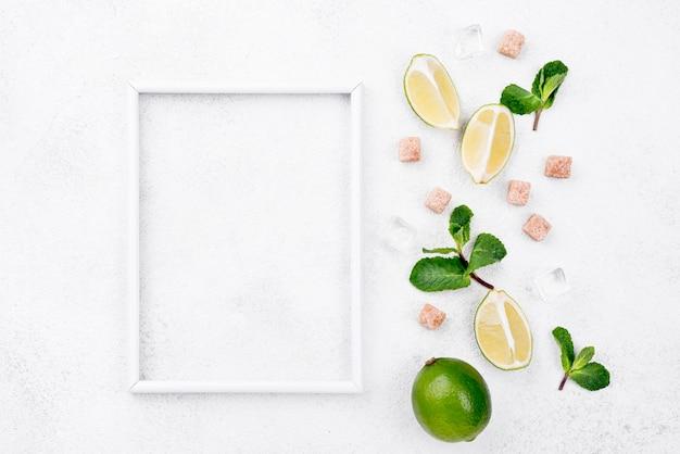 Variedade de ingredientes diferentes, com espaço de cópia no quadro branco