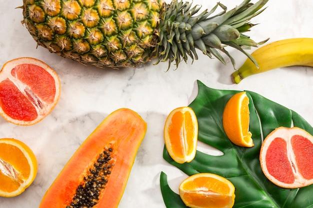 Variedade de lanche saudável de frutas