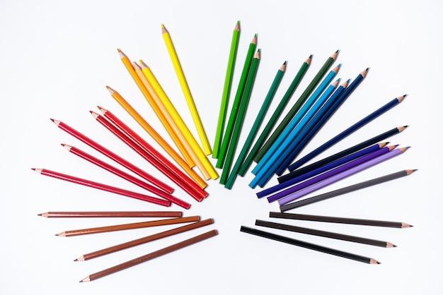 Variedade de lápis de cor. lápis de desenho coloridos. lápis de desenho coloridos em uma variedade de cores