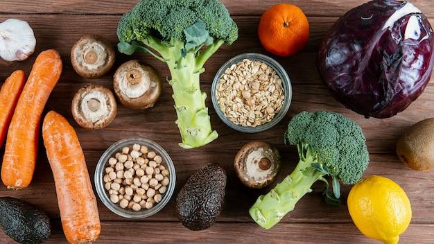 Variedade de legumes com abacate