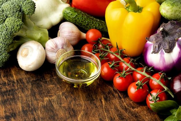 Variedade de legumes frescos em ângulo alto