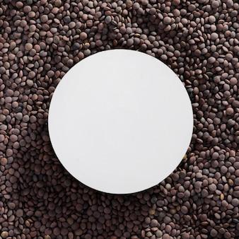 Variedade de lentilhas com moldura de vista superior