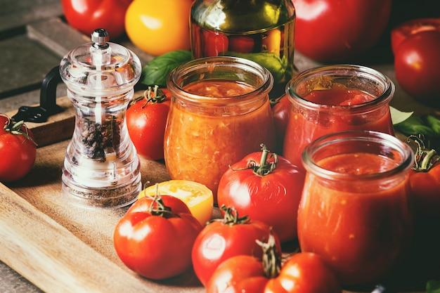 Variedade de molhos de tomate