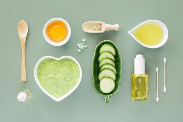 Variedade de pepino e conceito de tratamento de spa cítrico