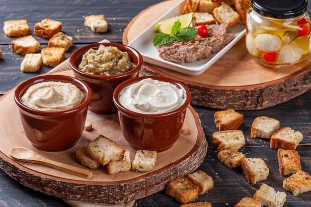 Variedade de petiscos da culinária árabe
