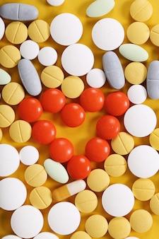 Variedade de pílulas coloridas