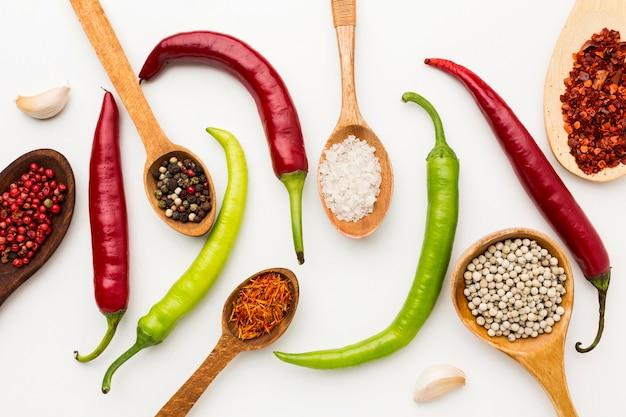 Variedade de pimenta e especiarias
