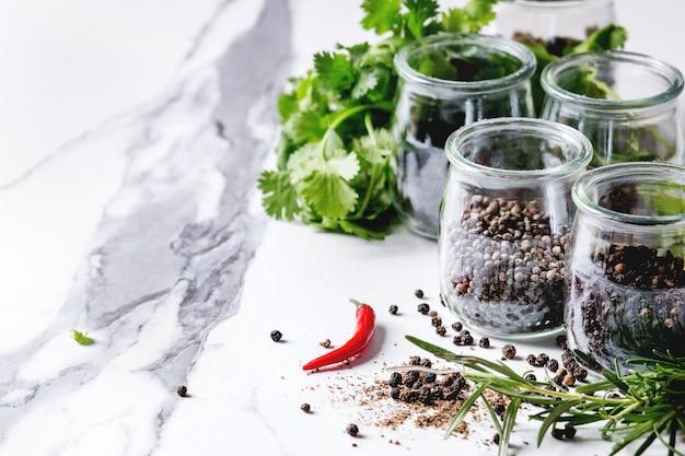 Variedade de pimentas pretas