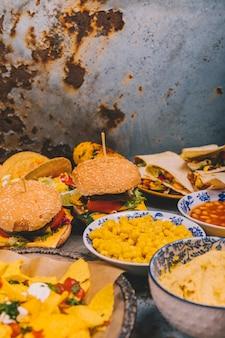 Variedade de pratos de café da manhã de cozinha mexicana