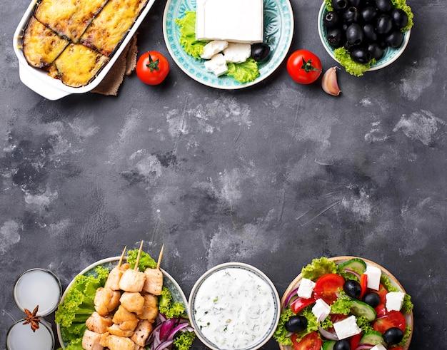 Variedade de pratos gregos tradicionais
