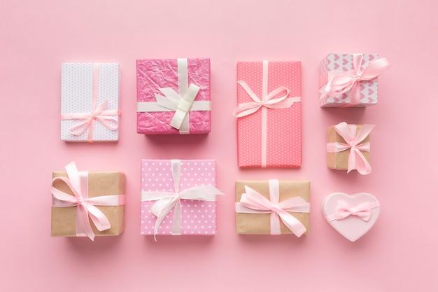 Variedade de presentes rosa