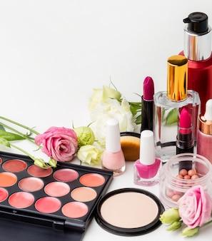 Variedade de produtos de beleza em close-up