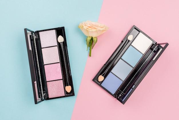 Variedade de produtos de beleza em fundo bicolor