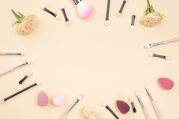 Variedade de produtos de beleza plana leigos plana com espaço de cópia