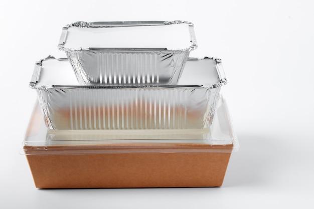 Variedade de recipientes de entrega de comida em branco