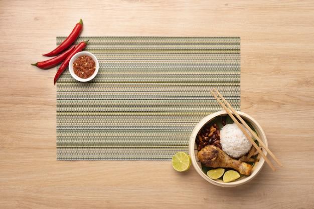 Variedade de refeição tradicional nasi lemak