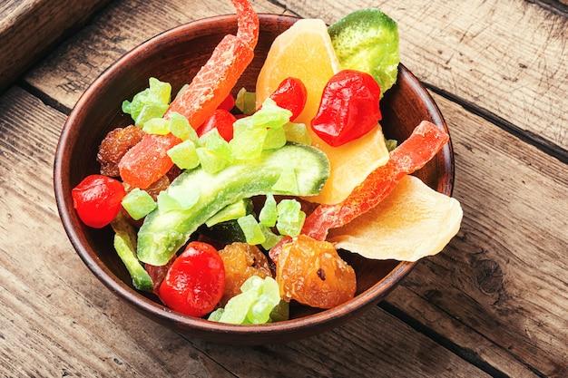 Variedade de saborosas frutas secas