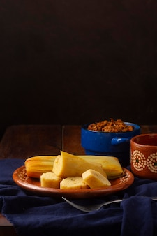 Variedade de saborosos tamales tradicionais