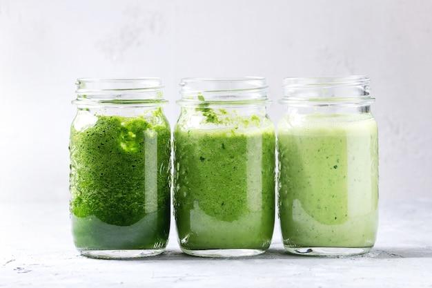 Variedade de smoothie verde