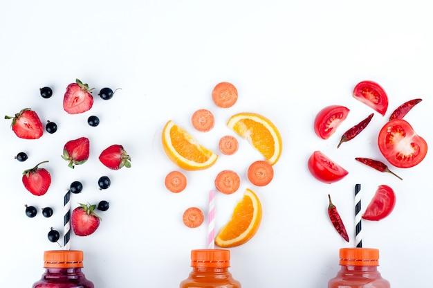 Variedade de smoothies de frutas e legumes