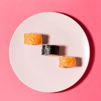 Variedade de sushi plana