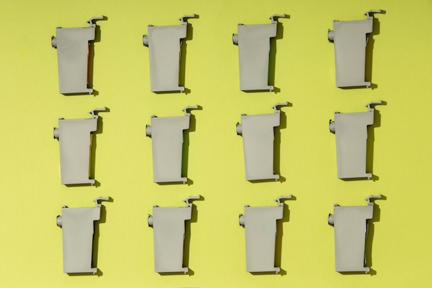 Variedade de toners de impressora flat lay still life