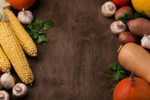 Variedade de vegetais de outono de vista superior com espaço de cópia