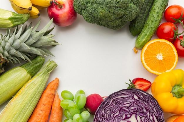 Variedade de vegetais e frutas acima da vista