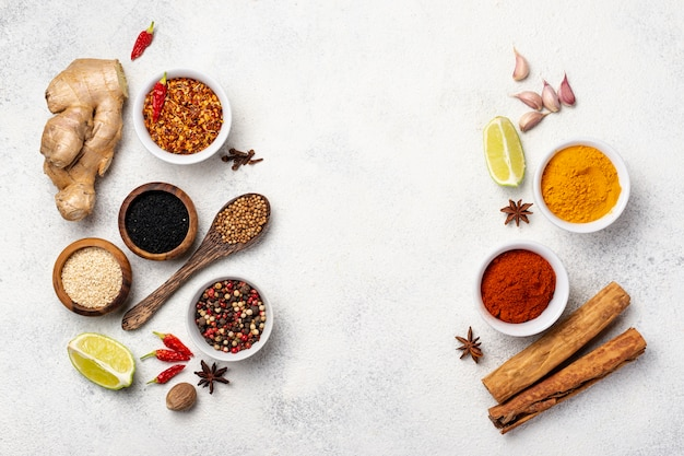 Variedade de vista superior de especiarias de comida asiática
