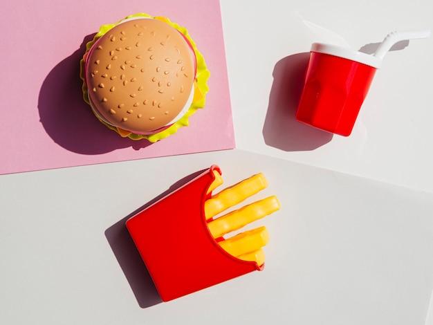 Variedade de vista superior de fast food falso