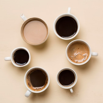 Variedade de xícaras de café diferentes