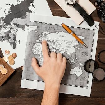 Variedade plana de diferentes elementos de viagem Foto gratuita