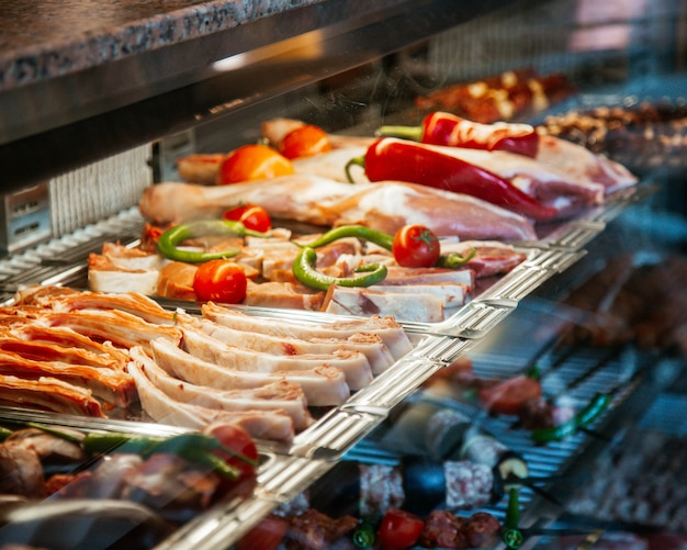 Variedades de carne preparadas para kebab