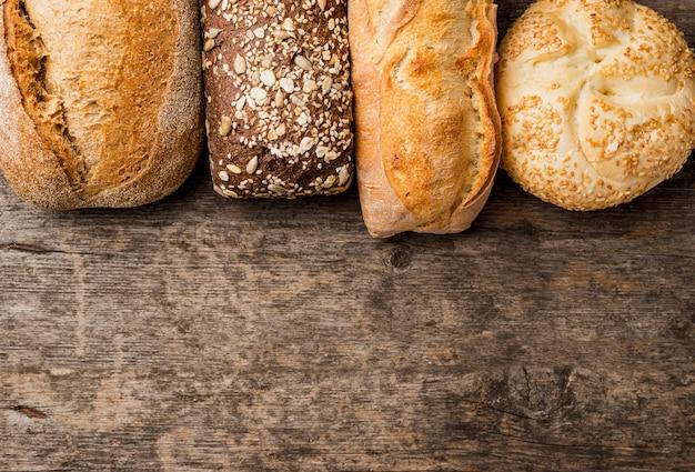 Vário quadro de pão com cópia espaço plana leigos