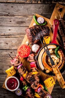 Vários alimentos de churrasqueira, comida de festa de verão para churrasco