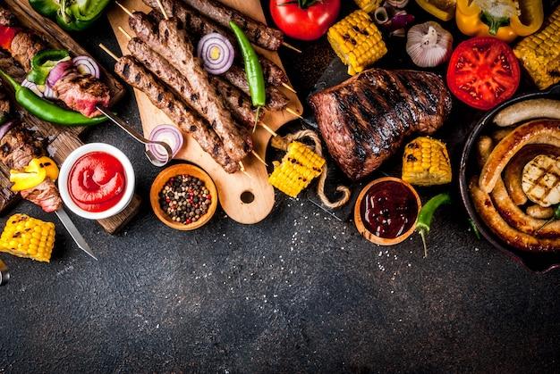 Vários alimentos de churrasqueira
