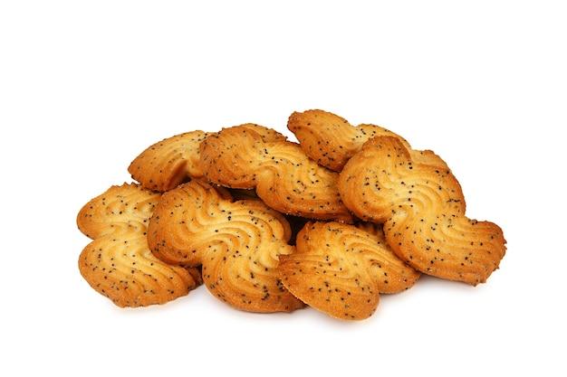 Vários biscoitos amanteigados de dar água na boca com sementes de papoula isoladas