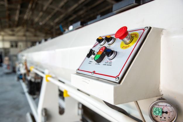 Vários botões no aparelho
