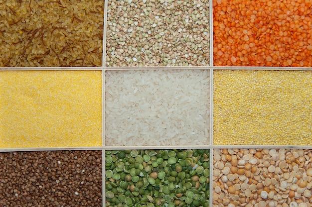 Vários cereais diferentes em uma caixa