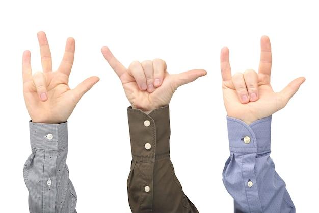 Vários gestos de mãos masculinas entre si em um fundo branco. relações de gestos na sociedade.