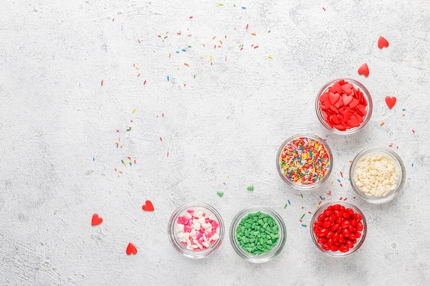 Vários grãos de açúcar, vista superior.