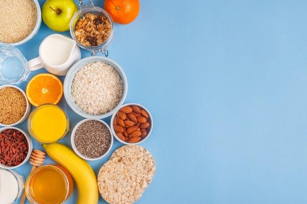 Vários ingredientes para fazer café da manhã