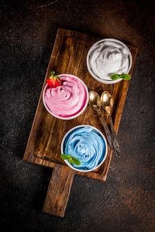 Vários iogurte congelado