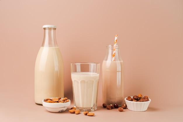 Vários leites e ingredientes vegetais veganos