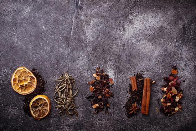 Vários tipos de chá seco
