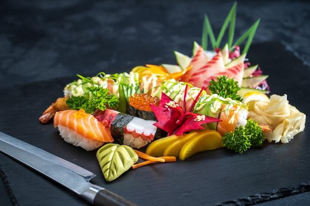 Vários tipos de comida de sushi