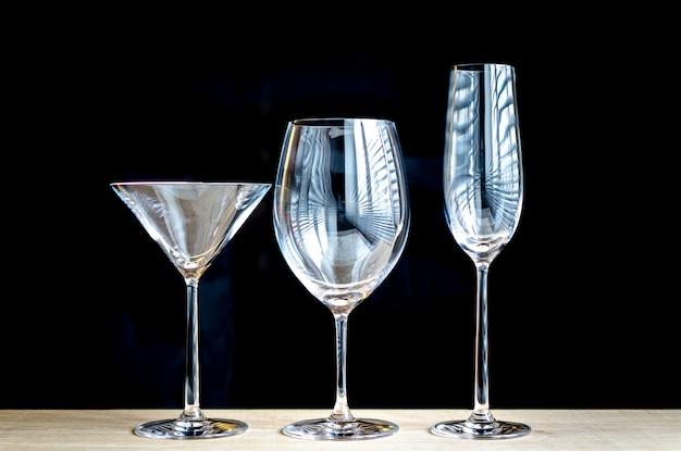 Vários tipos de copos de vinho