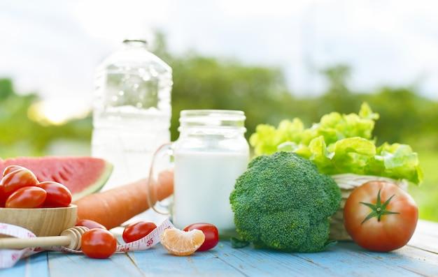 Vários tipos de frutas e vegetais estilo de vida saudável