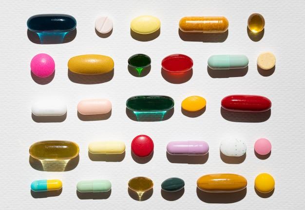 Vários tipos de pílulas sortidas