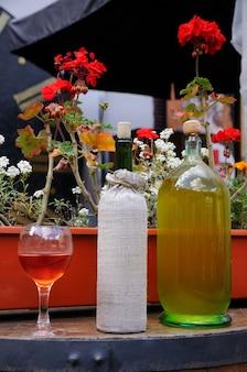 Vários tipos de vinho em barril